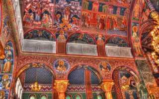 Какие искусства объединяются в религиозных ритуалах